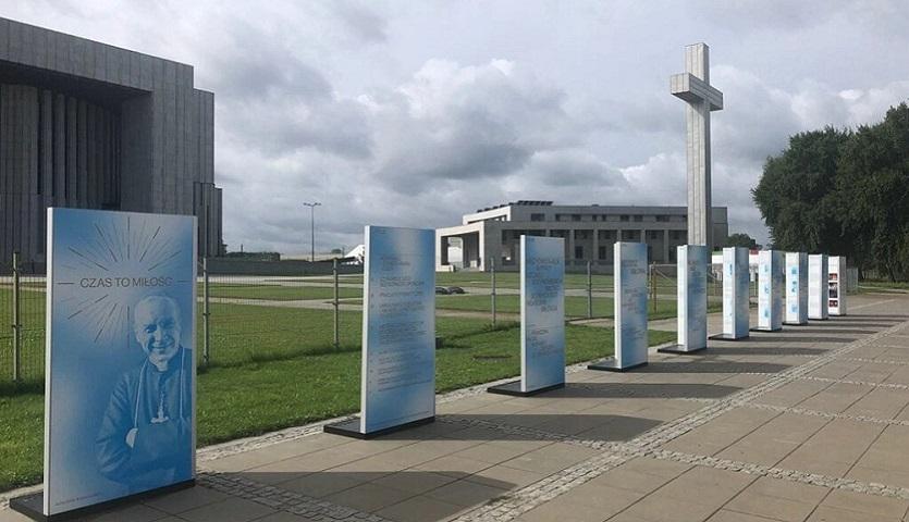 You are currently viewing W drodze do beatyfikacji: wystawa plenerowa na Wilanowie